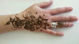 Henna-Tattoo Hand